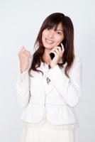 前向きに転職活動する女性のイメージ写真