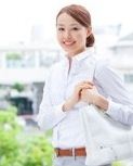 充実した労働環境で働く女性のイメージ写真